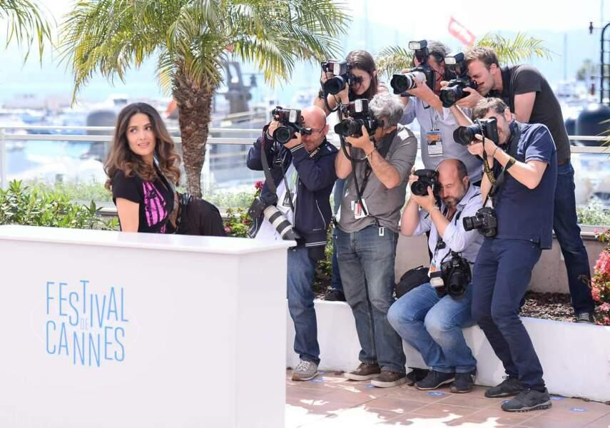 Une horde de photographes aux trousses de Salma Hayek !