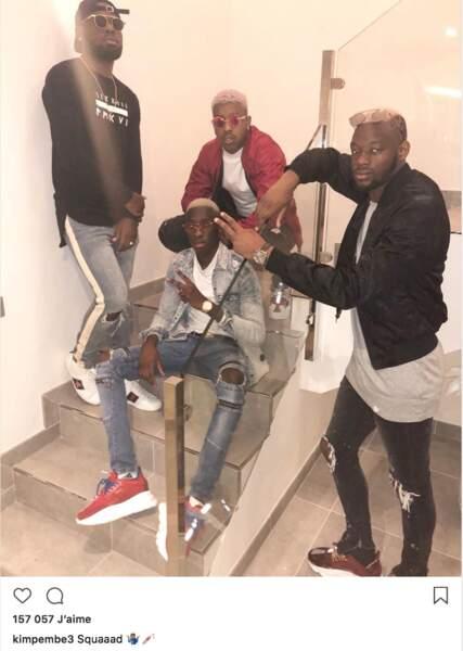 Presnel Kimpembe, lui, squatte l'escalier avec ses potes