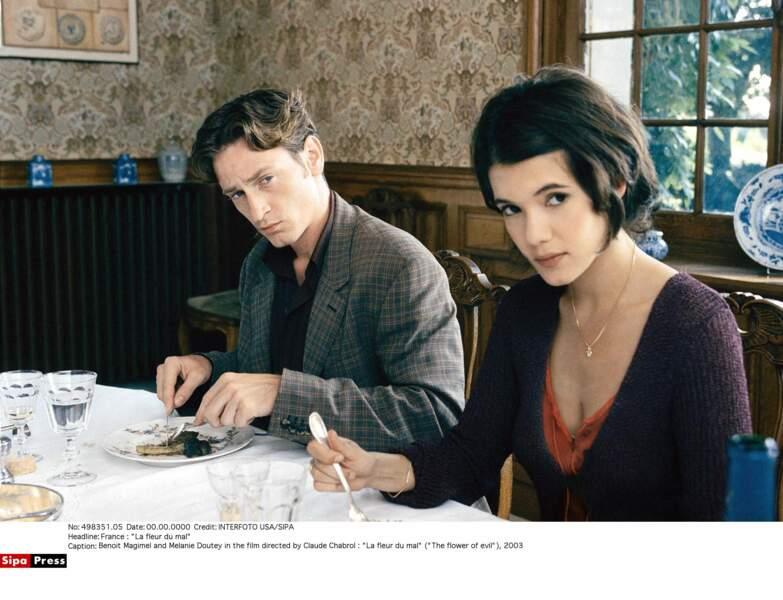 Petit look de fille sage dans l'un de ses premiers films, La fleur du mal (2002)