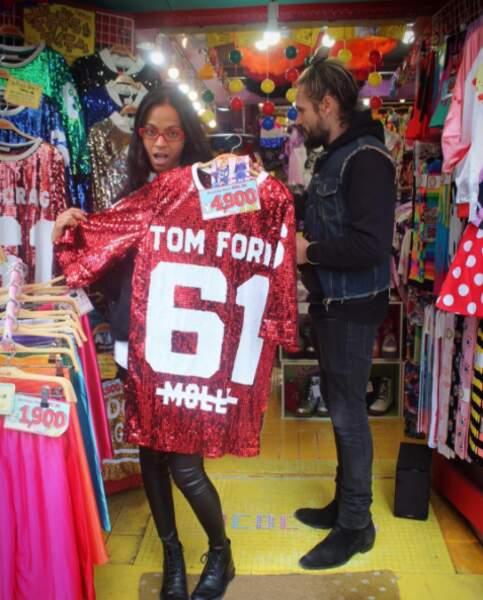 Petite virée shopping à Tokyo pour Zoe Saldana et son mari.