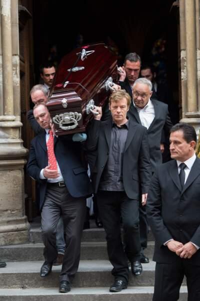 Le cercueil de Florence Arthaud sortant de l'Eglise Saint-Séverin (5ème arrondissement de Paris)
