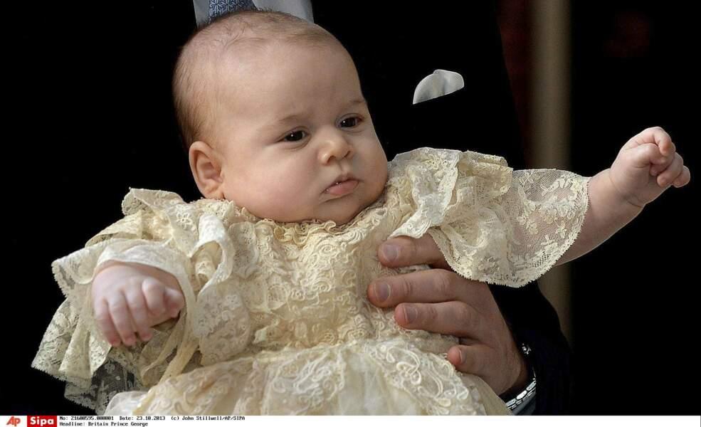 """À 3 mois, le """"Royal Baby"""" est baptisé dans la chapelle du Palais Saint-James, à Londres"""