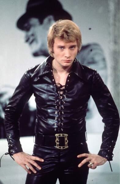 1968 : Regard de bad boy, pantalon moulant et corsage en cuir