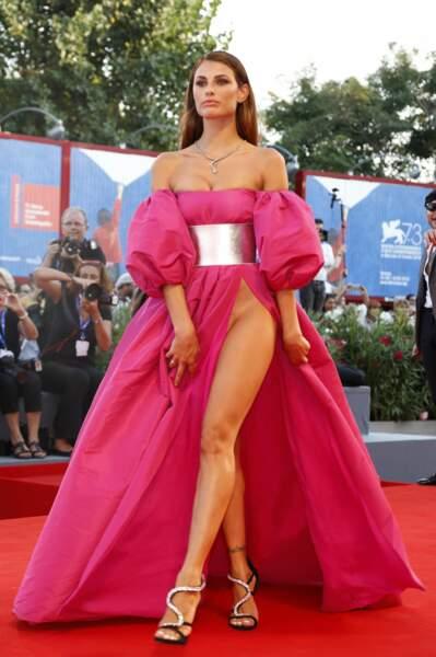 Dayane Mello, modèle brésilien a visiblement oublié de mettre une culotte !