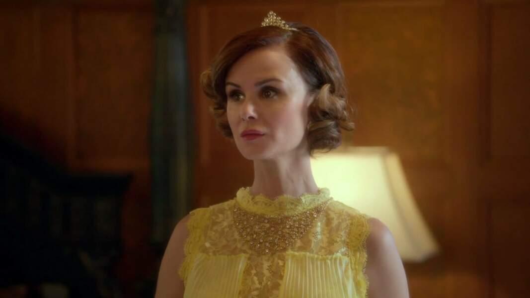 La Belle a une garde-robe digne d'une reine...