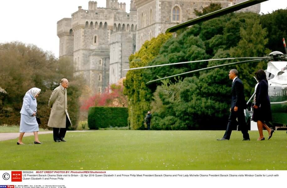 C'est en hélicoptère que Barack et Michelle Obama sont arrivés au château de Windsor…