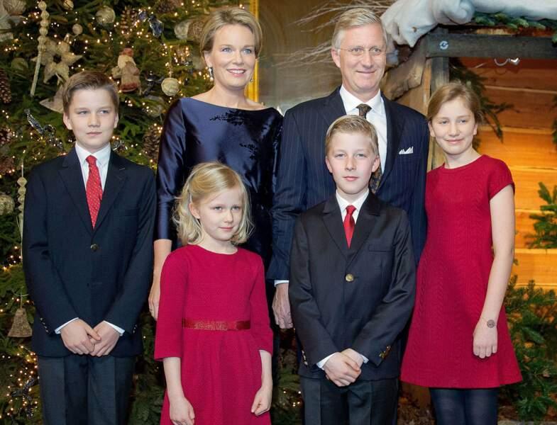 Belgique : Elisabeth est proche de son père le roi Philippe, de sa mère la reine Mathilde et de ses frères et sœur