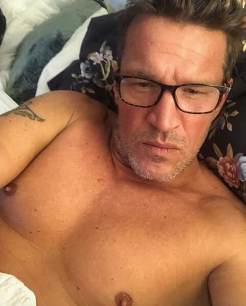 Ou ce selfie au lit de Benjamin Castaldi.