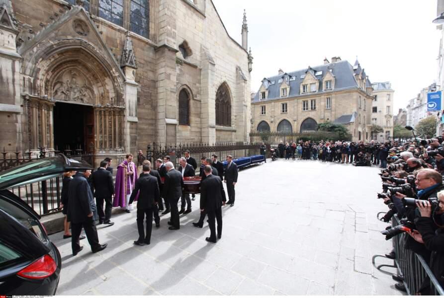 Les obsèques de Florence Arthaud ont eu lieu ce lundi dans le Vème arrondissement de Paris.