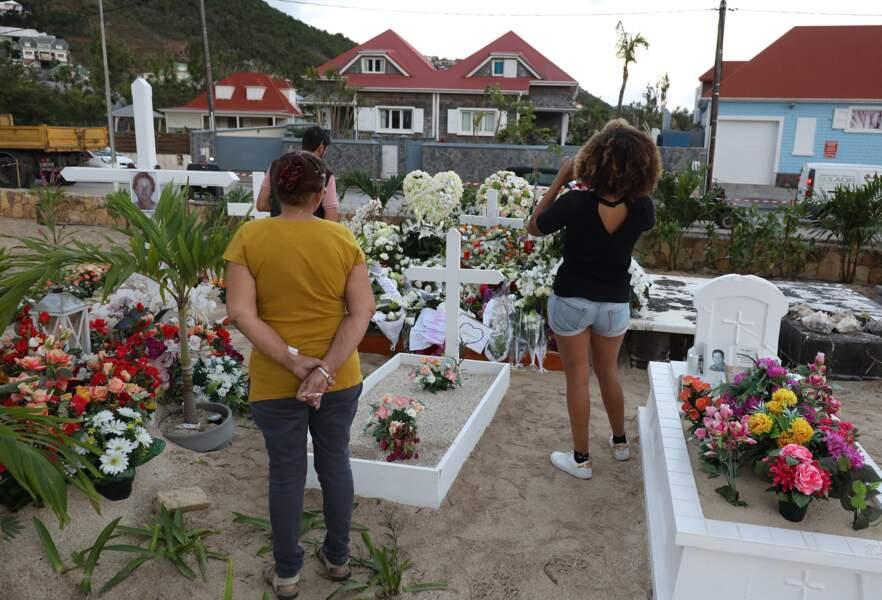 Et les premiers fans arrivent peu à peu jusqu'au cimetière marin de Saint-Barthélémy