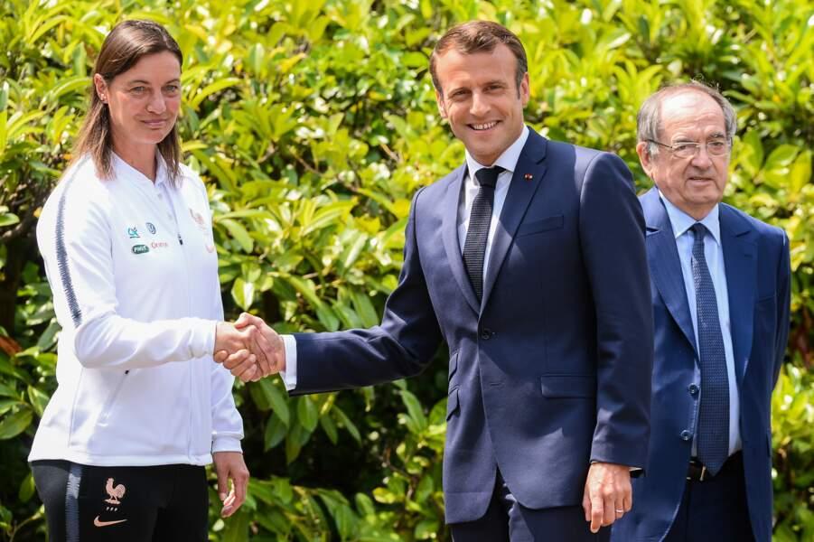 Emmanuel Macron salue la sélectionneure Corinne Diacre