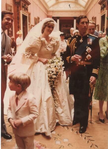 Septembre : À Boston, vente aux enchères de photos inédites du mariage de Charles et Diana. On trinque !