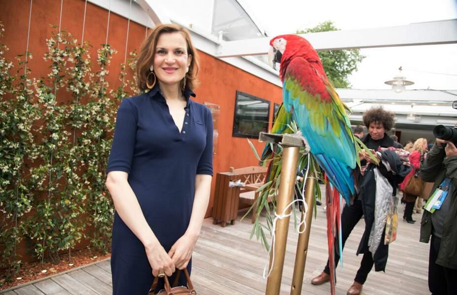 Un perroquet, une caméra et un café pour l'humoriste Armelle Lesniak