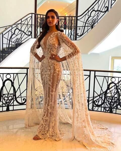La star de Bollywood Deepika Padukone, magnifique dans sa robe blanche