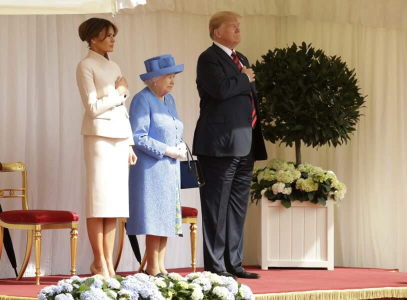 Donald Trump et Melania, la main sur le coeur pour l'hymne américain