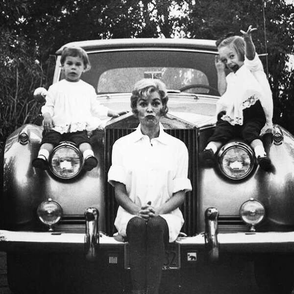 Adorable cette photo de Jamie Lee Curtis, sa soeur Kelly, et leur mère, l'actrice Janet Leigh