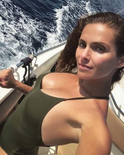 Clara Morgane était elle aussi sur un bateau.