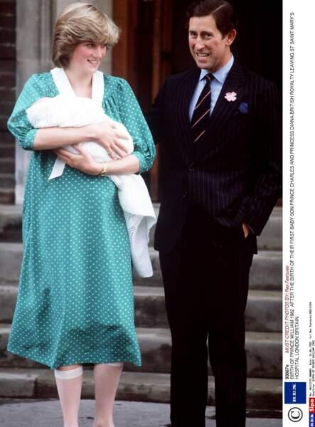 Le 21 juin 1982, Charles et Diana accueillent William