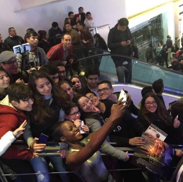 Lupita Nyong'o et des fans de Star Wars au Mexique