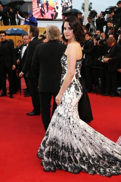 Lana Del Rey est venue montrer sa frimousse sur le red carpet