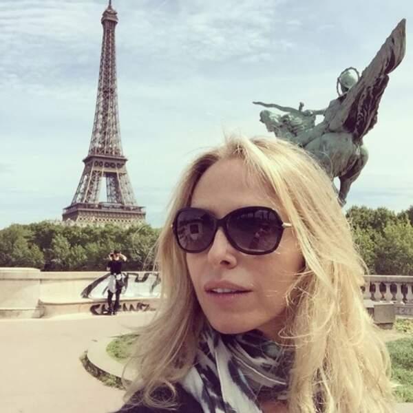 Tonya Kinzinger faisait la touriste à Paris.