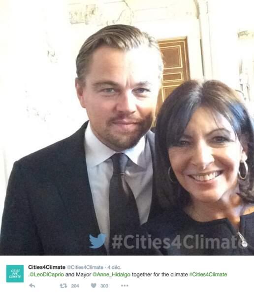 Anne Hidalgo, maire de Paris, n'a pas manqué l'occasion de faire son petit selfie avec l'acteur