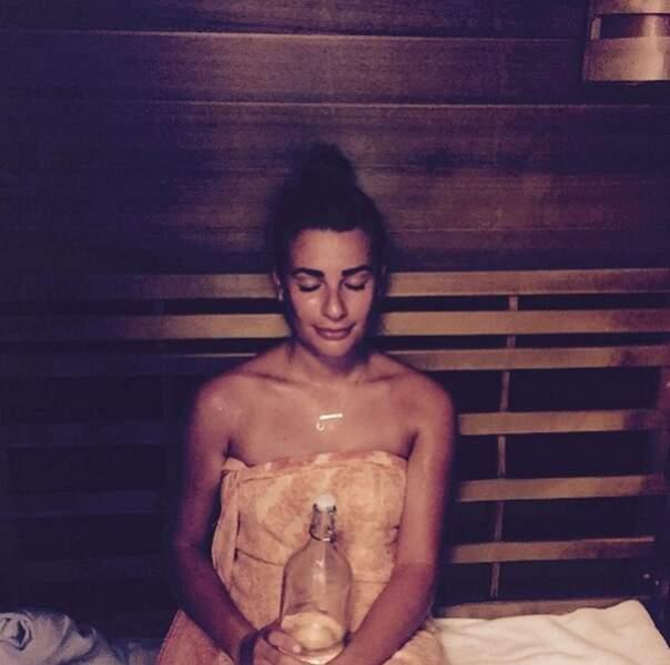Elle s'est aussi offert un moment de détente au sauna