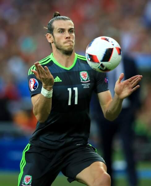 Et Gareth Bale inventa le kung-fu jonglage