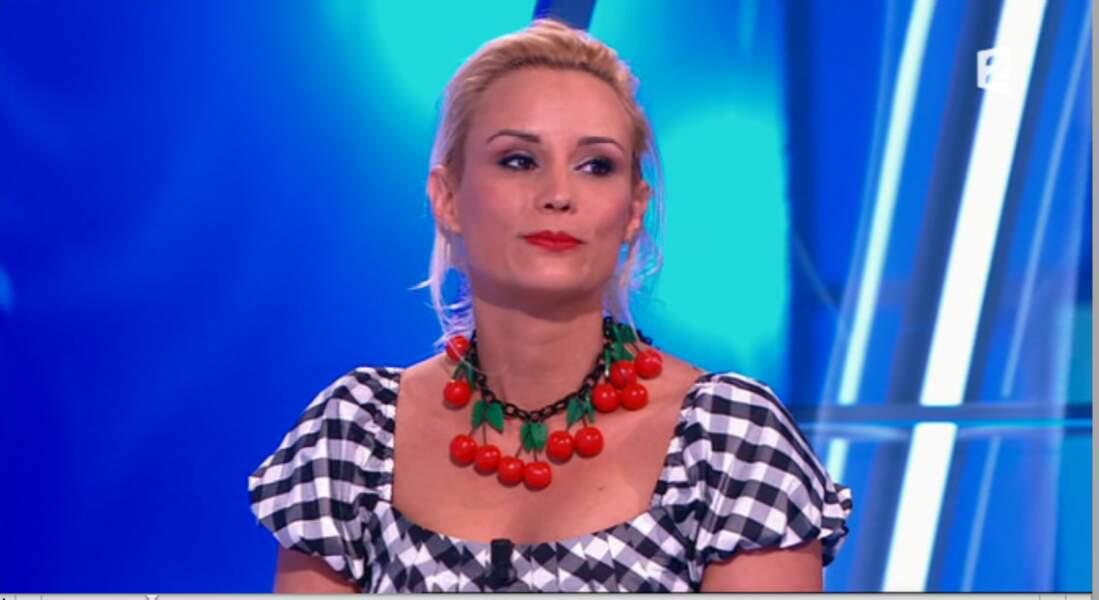 """Dans la catégorie """"surprenant"""" : Le collier cerises d'Elodie Gossuin. Pourquoi, mais pourquoi ?"""