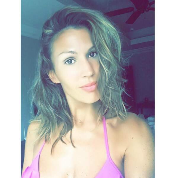 Petit selfie en bikini pour Vitaa.