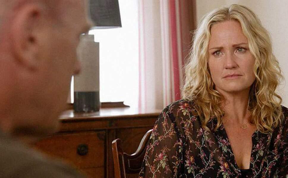 Sherry Stringfield a figuré au générique de la saison 2 d'Under The Dome et plus récemment dans Esprits criminels : Unité sans frontières