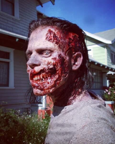 Ecoeurant, sanguinolent, terrifiant... Un zombie comme on les aime.