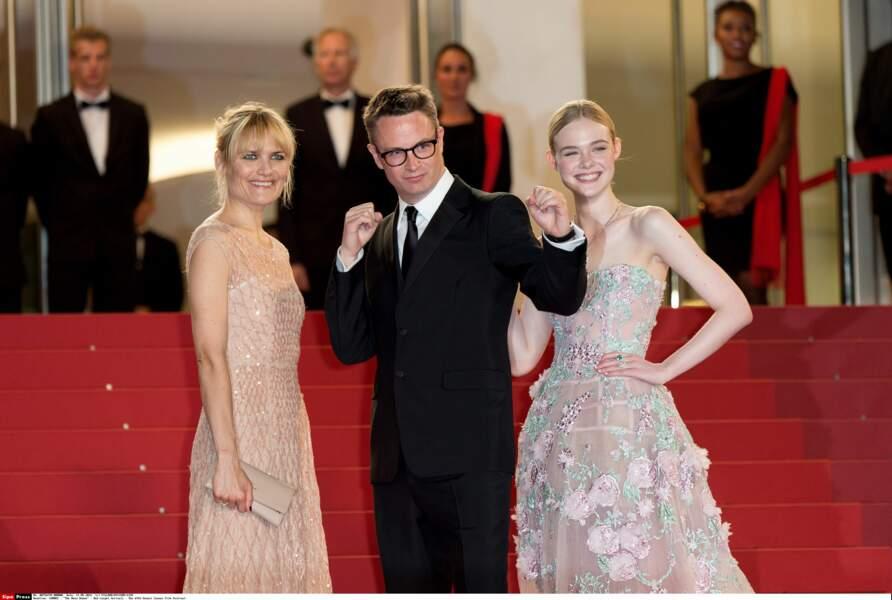 Nicolas Winding Refn, le réalisateur, entouré de Liv Corixen et Elle Fanning