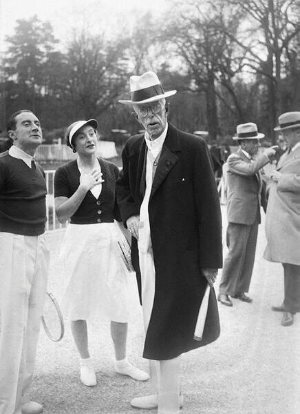 Colette Rosambert s'empare de la couronne des internationaux de France en double mixte en 1934