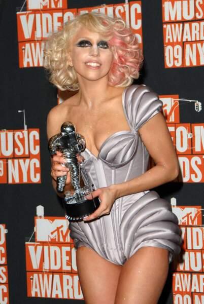 L'étonnante Lady Gaga a craqué pour une tenue du couturier en 2009 lors des MTV Video Music Awards à New York