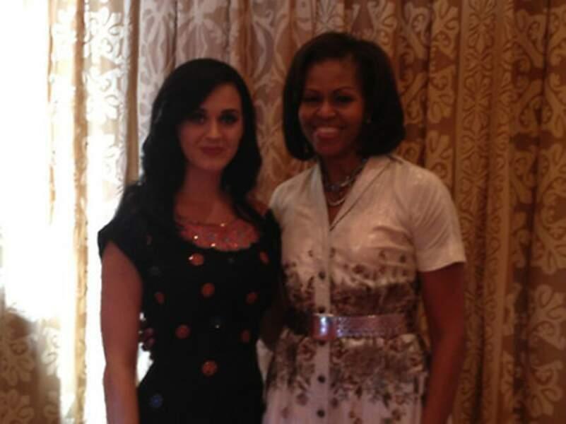Katty Perry n'est pas au musée de Madame Tussauds à New York, mais bel et bien avec Mme Obama !