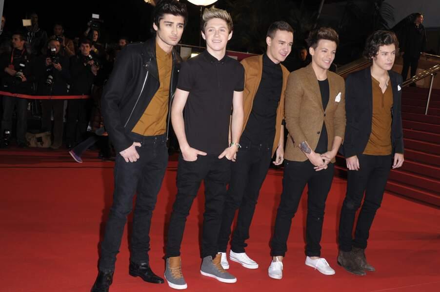 Les One Direction au grand complet, pour le plus grand plaisir de leurs nombreuses fans.