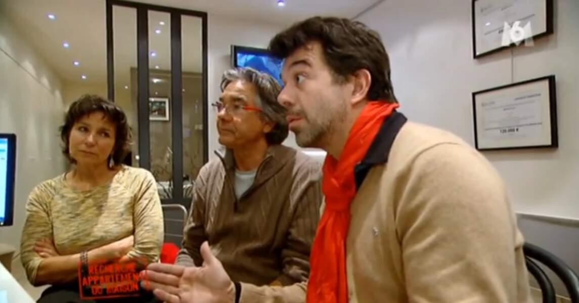 Stéphane Plaza a ressorti son écharpe orange. Il faut dire qu'il commence à faire froid...
