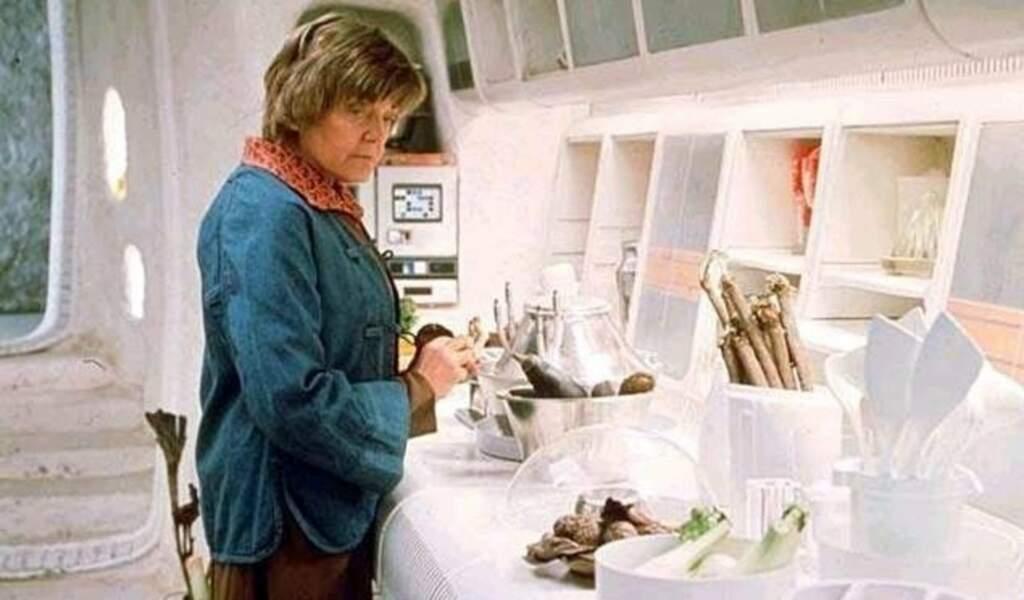 Tante Beru (Shelag Fraser), qui a recueilli le jeune Luke Skywalker dans Un Nouvel espoir