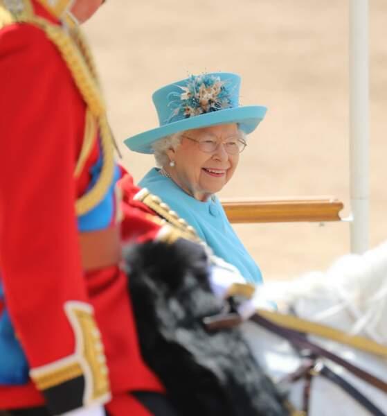 Sa majesté la reine Elizabeth II, tout sourire