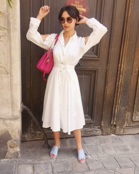 Sublime en robe longue, dans les rues de Paris
