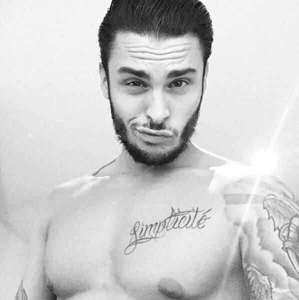 Allez, plaisir des yeux : Baptiste Giabiconi a encore posé torse nu.
