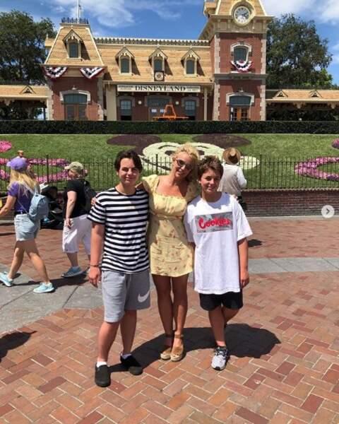 Tout aussi mignon : Britney Spears et ses fils, Jayden et Sean, à Disneyland.