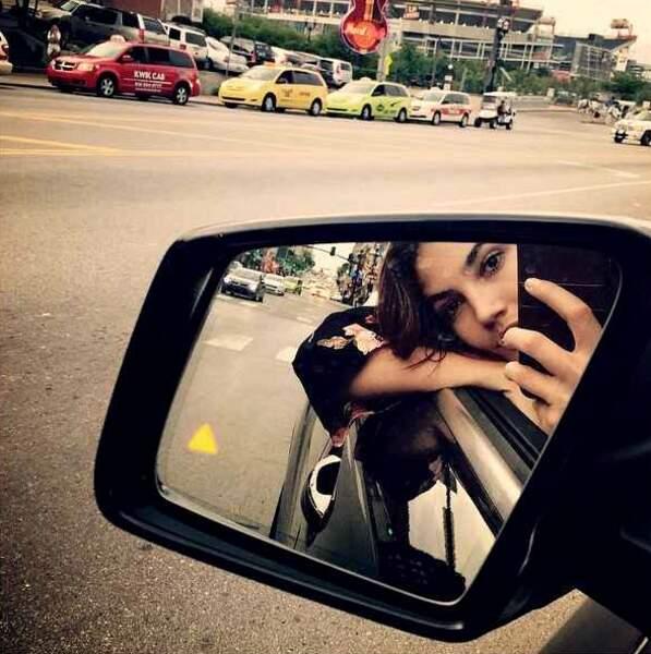 A la mode également : les selfies rétroviseur.