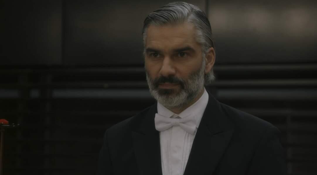 François Vincentelli (Yvan) a joué dans Hard, Les Mystères de l'île, Entre deux mères, Les Chamois…