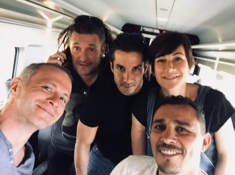 Samuel Etienne, Olivier Delacroix, Jérémy Ferrari, Virginie Hocq et Brahim Asloum dans le train pour La Rochelle