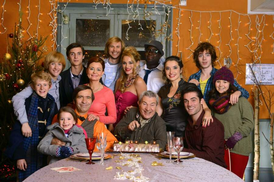 Photo de famille avec tous les comédiens de Nos chers voisins !