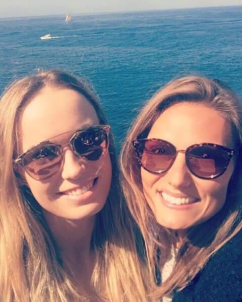 """""""Nous sommes des soeurs jumelles..."""" peuvent chanter les deux amies d'enfance"""