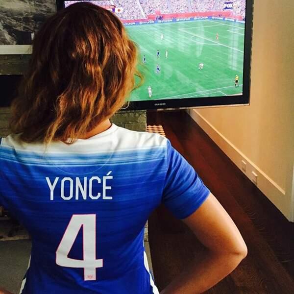 Radine, Beyoncé a refusé de payer pour se faire floquer tout son nom. Du coup, ça fait Yoncé.