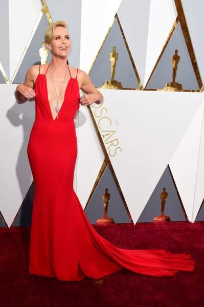 Allez, hop direction le tapis rouge... Un petit soucis de robe ?
